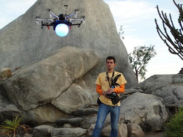 Drone F550 retrata a ascensão de jesus Cristo  (Foto: Thays Estarque/ G1)