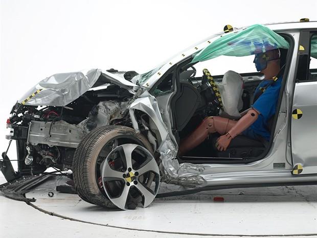 Volkswagen Golf depois de teste de colisão nos EUA (Foto: Divulgação)