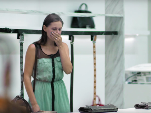 Campanha do Peta choca clientes em loja de produtos de couro (Foto: Reprodução/YouTube)