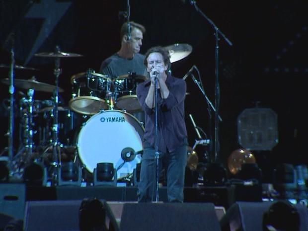Pearl Jam faz show para mais de 30 mil pessoas em Porto Alegre (Foto: Reprodução/RBS TV)