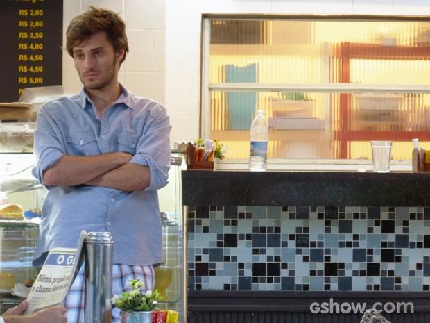 Martin, desolado, esperando para conversar com Micaela (Foto: Malhação / TV Globo)