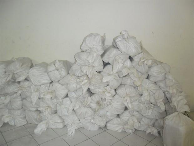 Mais de uma tonelada de maconha foi apreendida em Cubatão, SP (Foto: Divulgação / Polícia Federal)