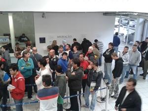 Movimento argentinos aduana Uruguaiana Copa do Mundo (Foto: Isabel Malheiros/RBS TV)