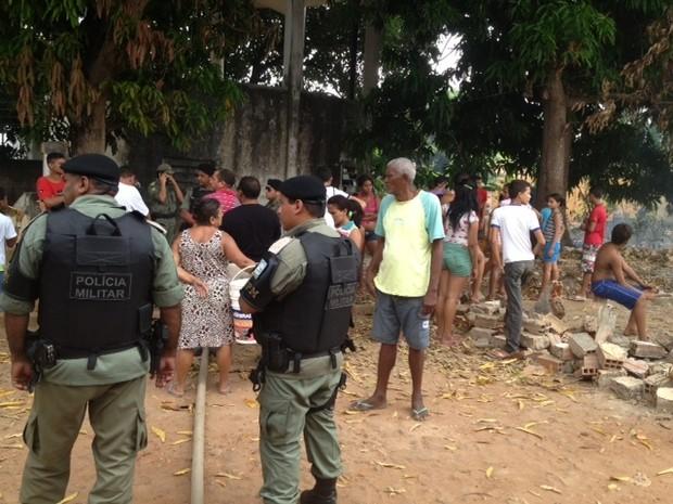Moradores do bairro Satélite reclamam que estão sem água há uma semana (Foto: Gil Oliveira/G1)