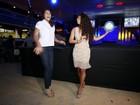Juliana Alves ensina passos de samba para jogadora de vôlei da seleção