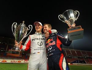 Michael Schumacher e Sebastian Vettel celebram hexa na Copa das Nações, na Corrida dos Campeões (Foto: Divulgação)