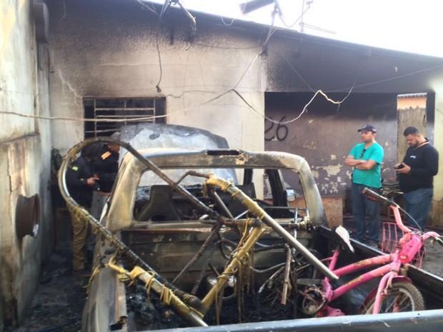 Criança morre em incêndio após ser deixada sozinha em casa, em Goiânia, Goiás (Foto: Eduardo Silva/TV Anhanguera)