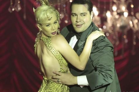 Aurora (Mariana Ximenes) e Odilon (Tiago Abravanel) (Foto: Reprodução)