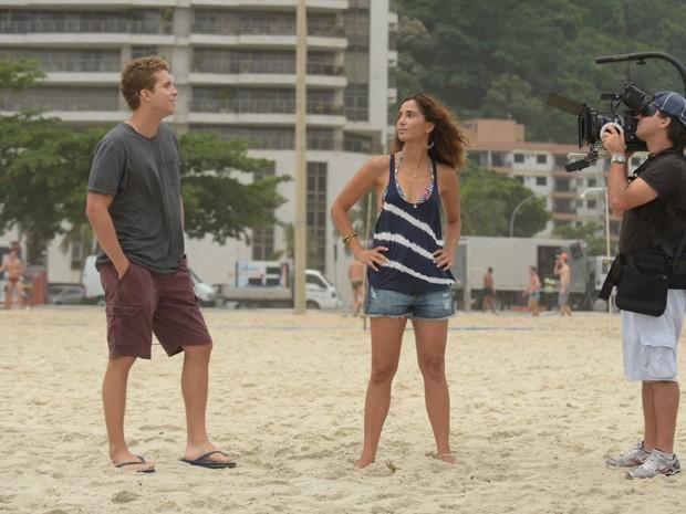 Camila Pitanga grava com Thiago Fragoso  (Foto: Raphael Dias / Gshow)