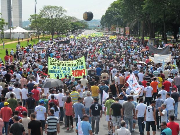 Policiais fazem manifestação na Esplanada dos Ministérios, em Brasília (Foto: Lucas Salomão/G1)