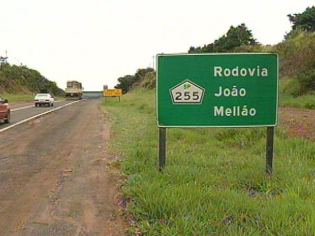 A Rodovia João Melão é outro caso de falta de manutenção e asfalto esburacado.  (Foto: reprodução/TV Tem)