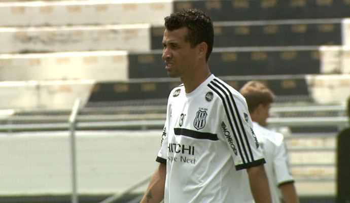 Rodrigo Biro, lateral-esquerdo da Ponte Preta (Foto: Carlos Velardi/ EPTV)