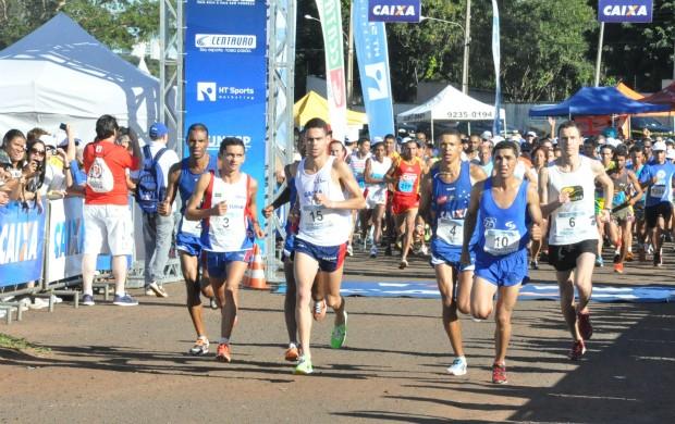 Largada da elite masculina em Campo Grande (Foto: Aliny Mary Dias/GLOBOESPORTE.COM)