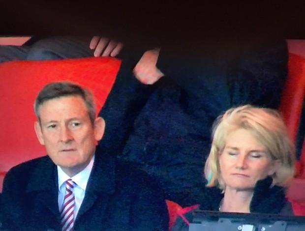 mulher do presidente do sunderland cai no sono