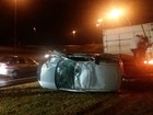 Veículo tomba na BR-262 após colidir contra traseira de caminhão em MS
