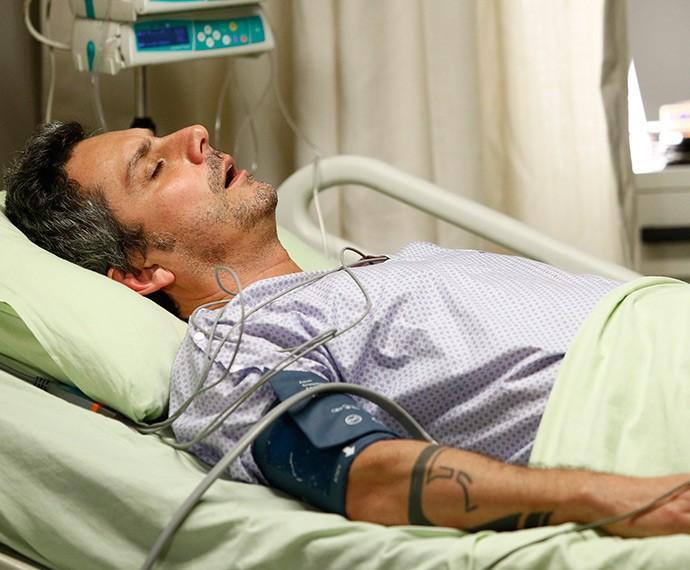 Romero descobre que tem doença fatal (Foto: Raphael Dias/Gshow)