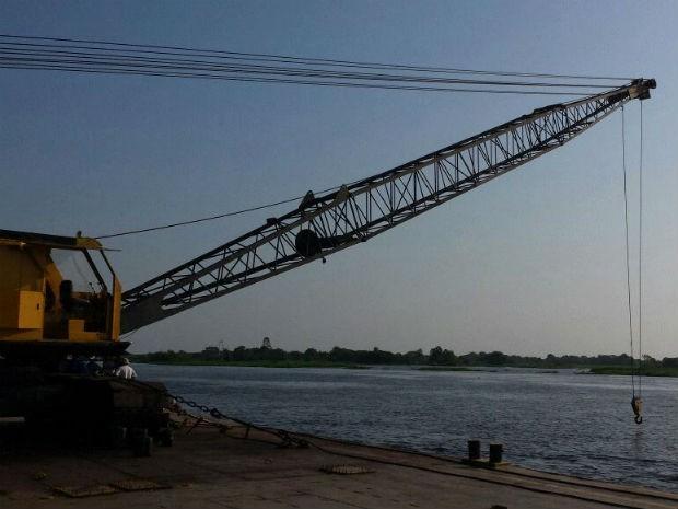 Guindaste usado para arrastar embarcação (Foto: Rodrigo Grando/ TV Morena)