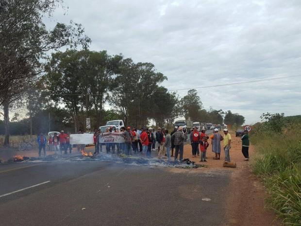 Manifestação BR-452 em Uberlândia (Foto: G1/G1)