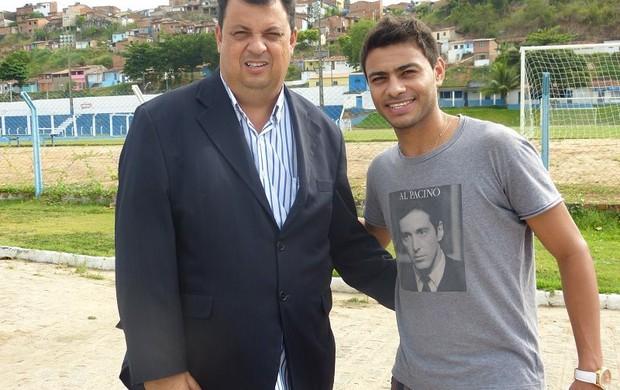 Presidente do CSA, Jorge VI recebeu Cleiton Xavier no Mutange  (Foto: Bruno Felix/Divulgação CSA)