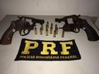 PRF prende homens com armas e carro roubado no interior de Alagoas