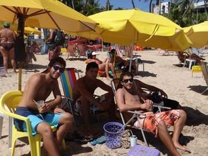 grupo estrangeiro em Maceió (Foto: Fabiana De Mutiis/G1)