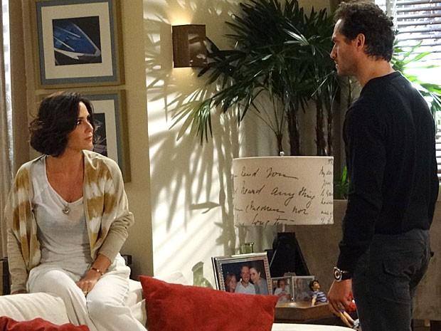 Manoela e Fábio trocam insultos mais uma vez (Foto: Guerra dos Sexos / TV Globo)