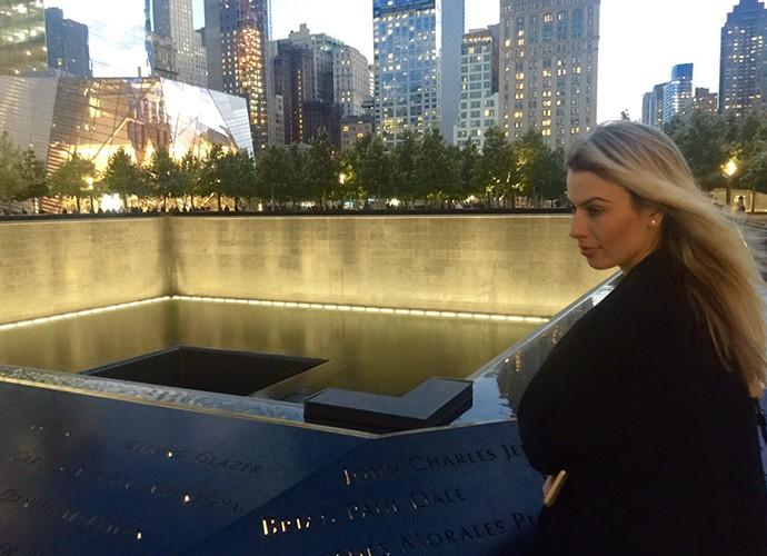 Fernanda Keulla visitou o memorial às vítimas do atentado de 11/09 em Nova York (Foto: Divulgação)