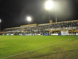 Torcida mixtense lotou o estádio Presidente Dutra (Foto: Leonardo Heitor/Globoesporte.com)