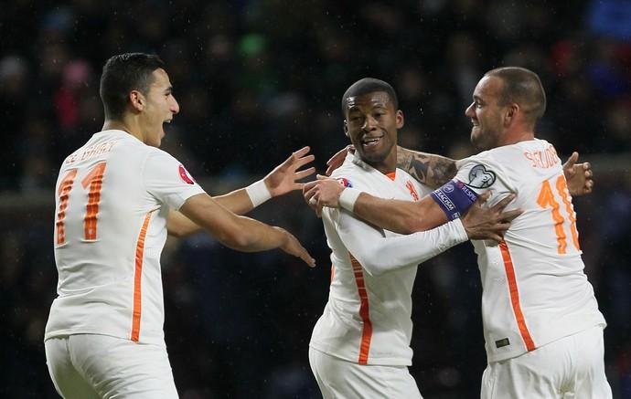 Depay Sneijder Holanda Cazaquistão (Foto: AFP)