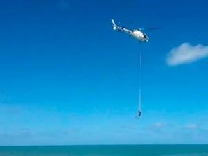 Resgate foi realizado na tarde do último domingo na praia do Forte, em Natal (Foto: Reprodução/Vídeo)