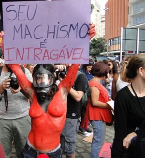 Mulheres se pintaram para protestar (Foto: Pedro Triginelli / G1)