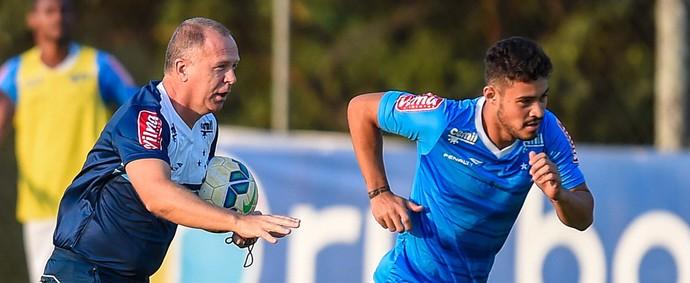 Cruzeiro; Mano Menezes; Vinícius Araújo (Foto: Pedro Vilela/Light Press)