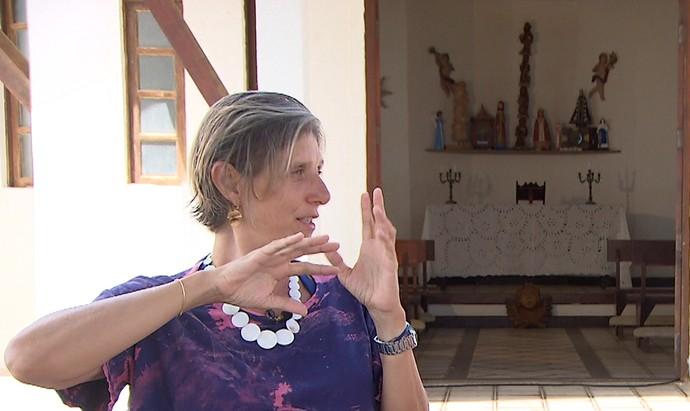 A empresária Claudia Giudice quer valorizar a história de Arembepe (Foto: TV Bahia)