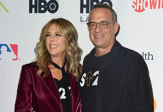 Rita Wilson e Tom Hanks em evento beneficente em Los Angeles, nos Estados Unidos (Foto: Valerie Macon/ AFP)