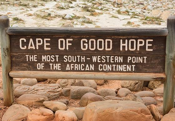 Placa demarca a posição geográfica do Cabo de Boa Esperança  (Foto: © Haroldo Castro/Época)