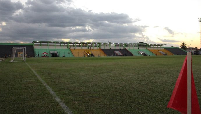 Estádio Aluízio Ferreira (Foto: Jheniffer Núbia)