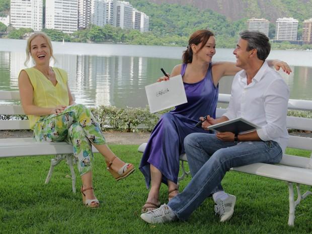 Angélica se diverte com Alexandre Borges e Julia Lemmertz (Foto: Estrelas / TV Globo)