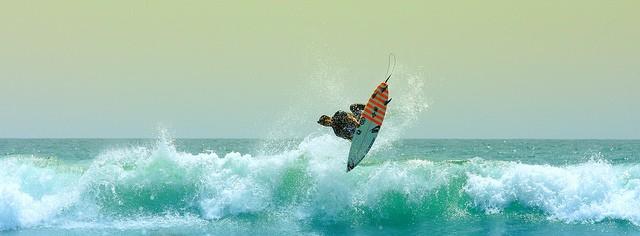 Gabriel Medina surfando (Foto: Flickr/xascotx )