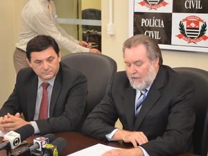 Delegados João Sérgio Marques e Demétrios durante coletiva em Piracicaba (Foto: Hildeberto Jr./G1)