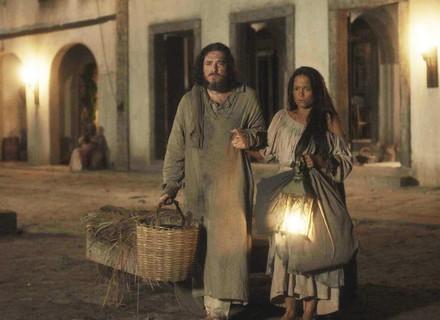 Hugo coloca Licurgo e Germana para fora da taberna