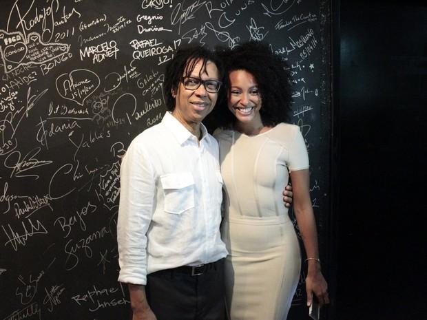 Djavan e Sheron Menezzes em show no Rio (Foto: Ag. News)