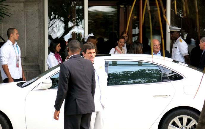 Joseph blatter deixa o HOtel Copacabana Palace (Foto: Edgard Maciel de Sá)