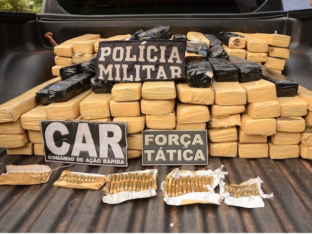 Suspeitos foram presos com 240 quilos de maconha em Rondonópolis. (Foto: Varlei Cordova/Agora MT)