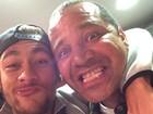 Neymar faz careta com o pai: 'Loucos como nós vivem pouco'