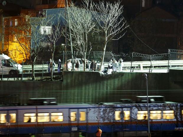 Explosão perto de estação de metrô em Istambul, na Turquia (Foto: Osman Orsal/Reuters)