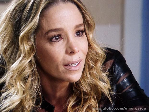 Amarilys quase chora e se diz perseguida por Niko em papo com Laerte (Foto: Amor à Vida/TV Globo)