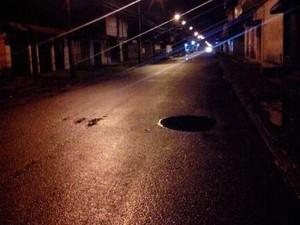 Vias escuras preocupam moradores de Itanhaém (Foto: G1)