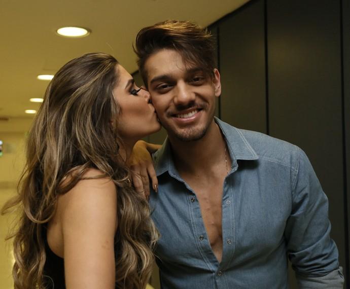 Lucas Lucco ganha beijinho de Ana Paula no dia da final do 'Dança 2014' (Foto: Carol Caminha / Gshow)