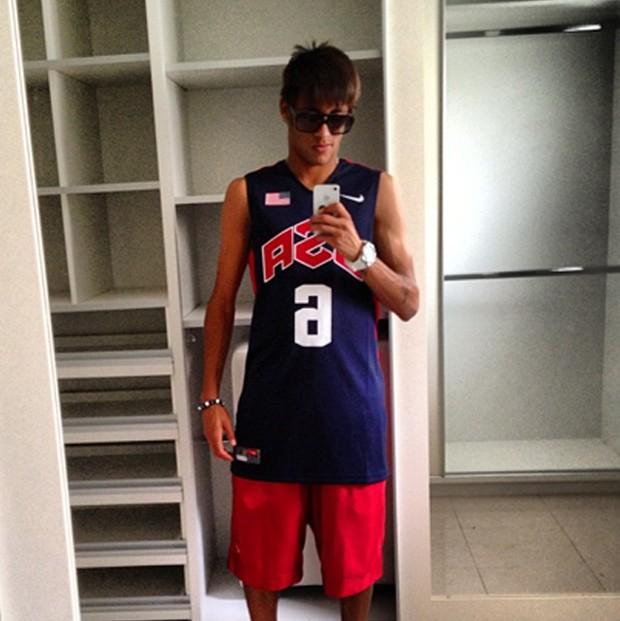Neymar posta foto utilizando camisa de equipe de basquete dos Estados Unidos (Foto: Reprodução/Instagram)