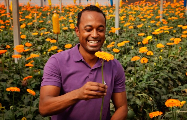 Alexandre Henderson visitou a maior feira de flores do país, euma das maiores da América Latina (Foto: Globo)